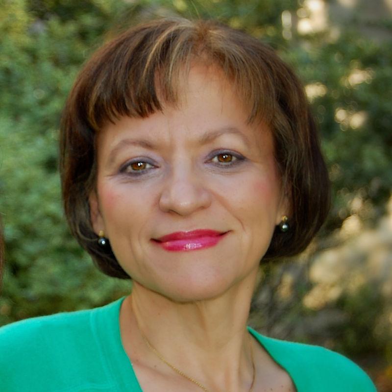 Dr. Isabella Junqueira
